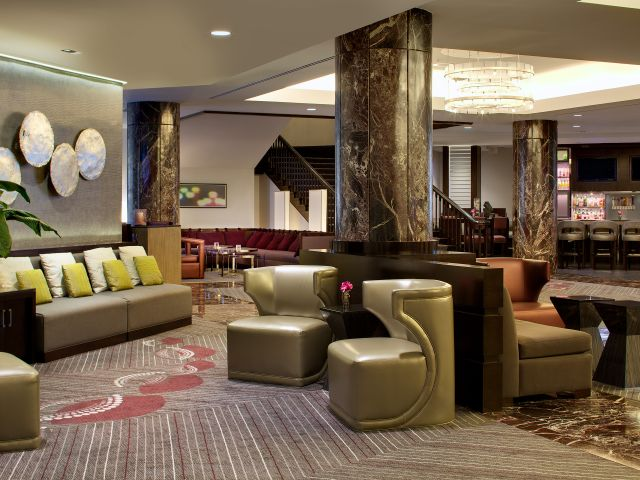https://www.hotelsbyday.com/_data/default-hotel_image/1/8990/hyatt-regency-boston-p109-lobby-facing-bar-adapt-4x3-640-480.jpg