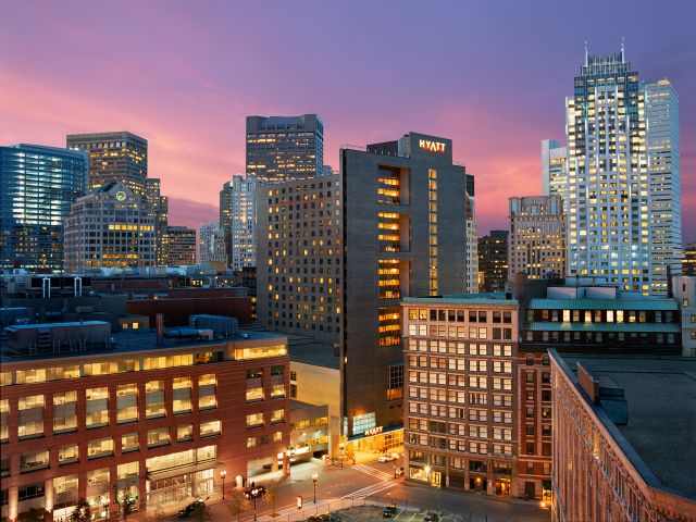 https://www.hotelsbyday.com/_data/default-hotel_image/1/8991/hyatt-regency-boston-p025-hotel-exterior-at-night-adapt-4x3-640-480.jpg