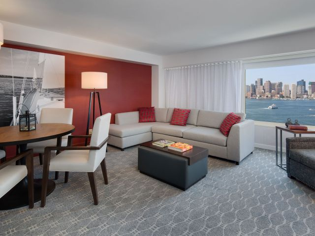 https://www.hotelsbyday.com/_data/default-hotel_image/1/8993/boston-harbor-p141-suite-parlor-adapt-4x3-640-480.jpg
