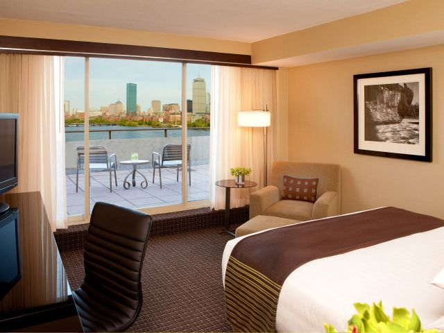 https://www.hotelsbyday.com/_data/default-hotel_image/1/9003/hyatt-regency-cambridge-overlooking-boston-p116-king-patio-guestroom-adapt-4x3-640-480.jpg