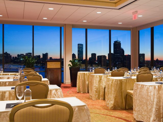 https://www.hotelsbyday.com/_data/default-hotel_image/1/9008/hyatt-regency-cambridge-overlooking-boston-p023-charles-view-adapt-4x3-640-480.jpg