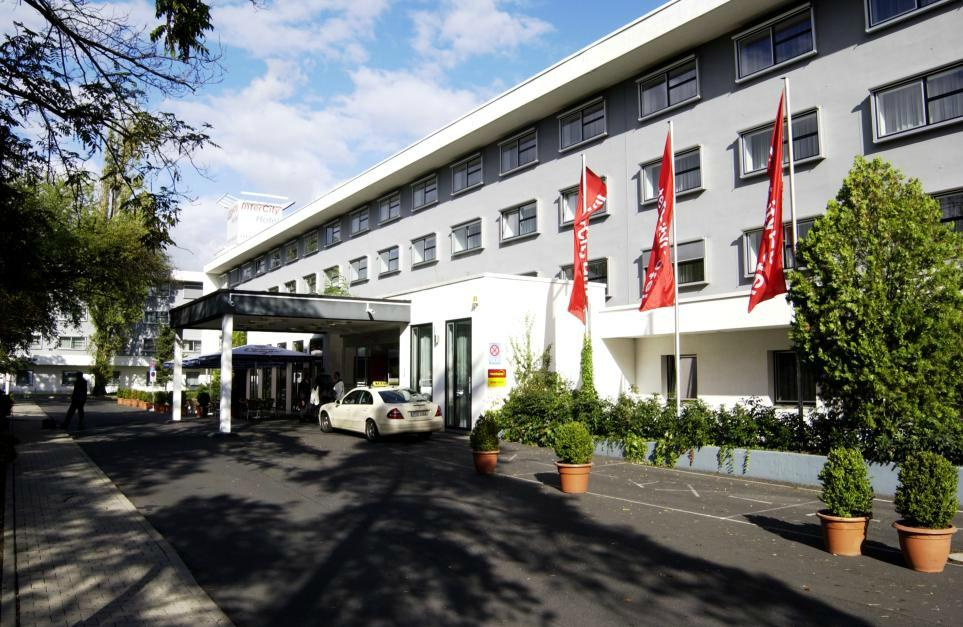 https://www.hotelsbyday.com/_data/default-hotel_image/1/9042/intercityhotel-frankfurt.jpg