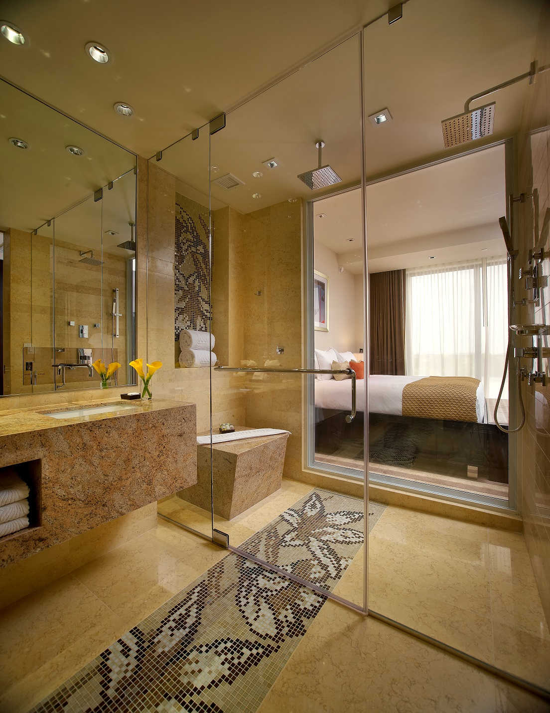 https://www.hotelsbyday.com/_data/default-hotel_image/1/9053/eb-310-bath-a.jpg