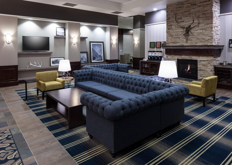 https://www.hotelsbyday.com/_data/default-hotel_image/1/9059/lobby.jpg