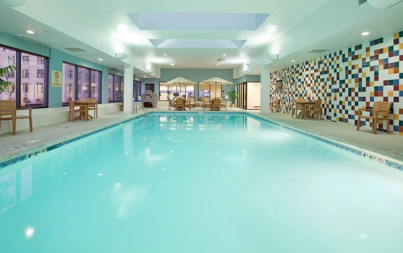https://www.hotelsbyday.com/_data/default-hotel_image/1/9120/indoor-pool.jpg