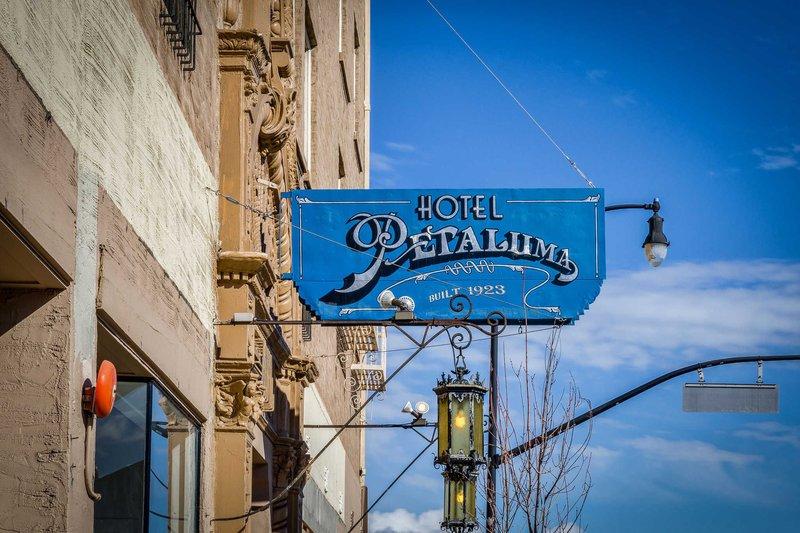 https://www.hotelsbyday.com/_data/default-hotel_image/1/9150/exterior.jpg