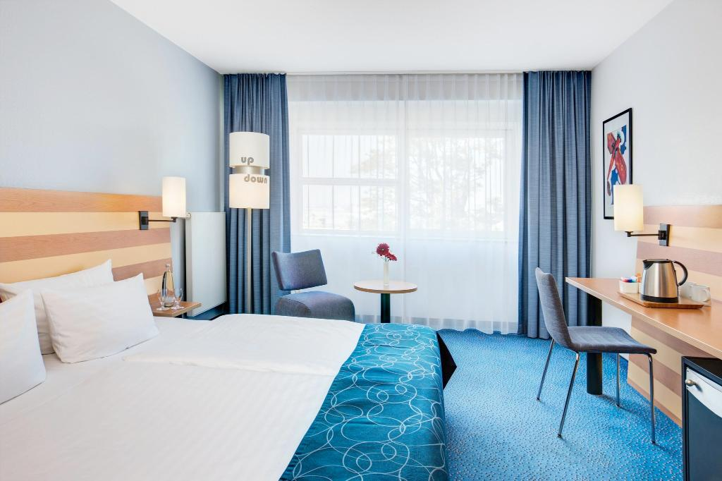 https://www.hotelsbyday.com/_data/default-hotel_image/1/9167/ich-frankfurt-airport.jpg