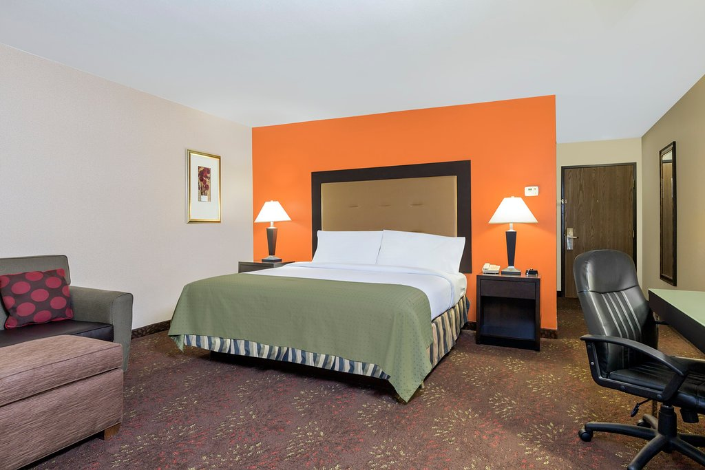 https://www.hotelsbyday.com/_data/default-hotel_image/1/9184/standard-king-room.jpg