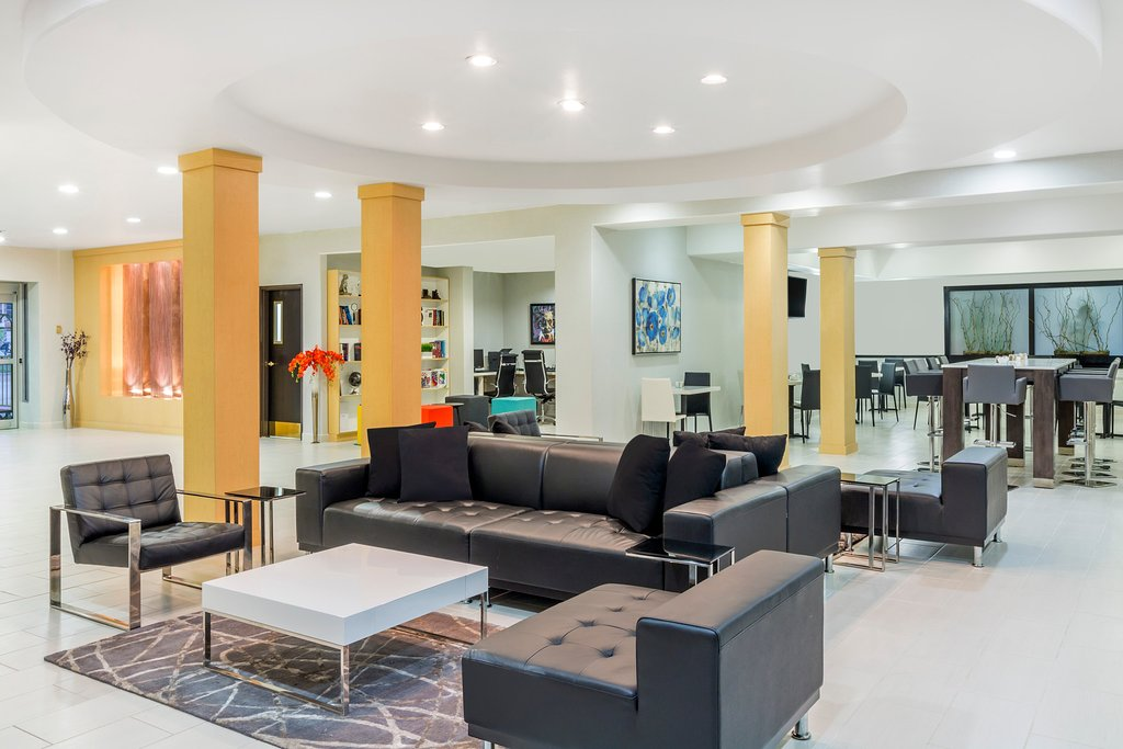 https://www.hotelsbyday.com/_data/default-hotel_image/1/9191/lobby.jpg