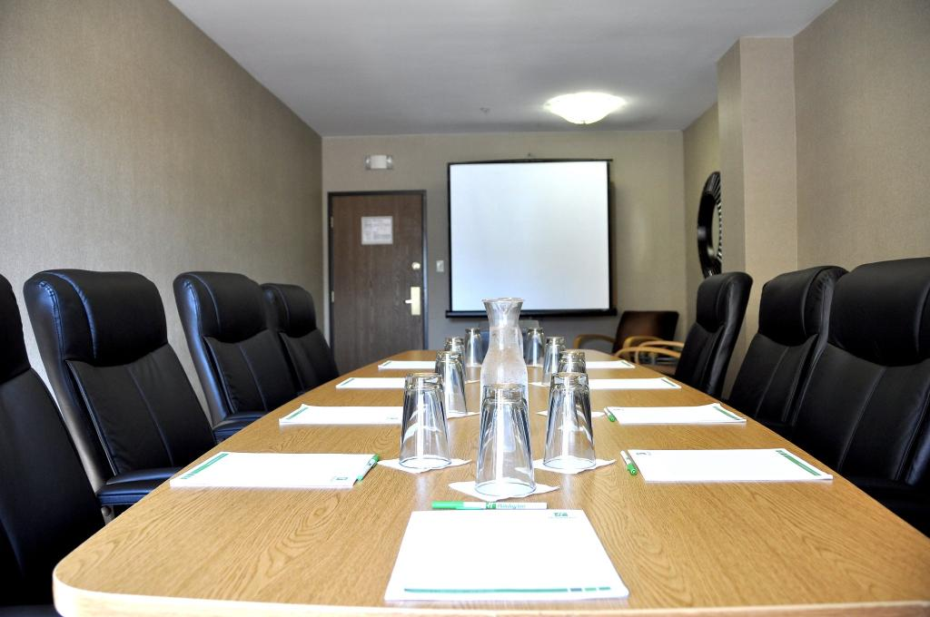 https://www.hotelsbyday.com/_data/default-hotel_image/1/9193/boardroom.jpg