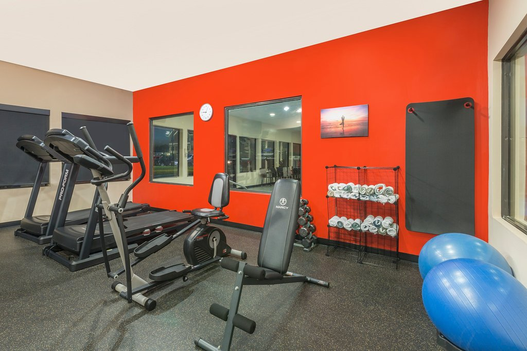 https://www.hotelsbyday.com/_data/default-hotel_image/1/9195/fitness-center.jpg
