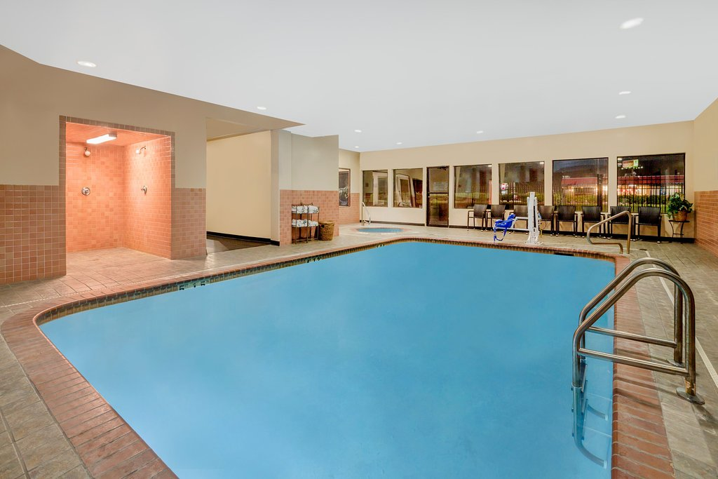 https://www.hotelsbyday.com/_data/default-hotel_image/1/9196/indoor-pool.jpg