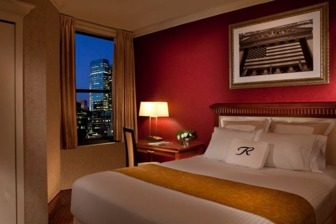 https://www.hotelsbyday.com/_data/default-hotel_image/1/9322/guest-room_659x440_auto.jpg