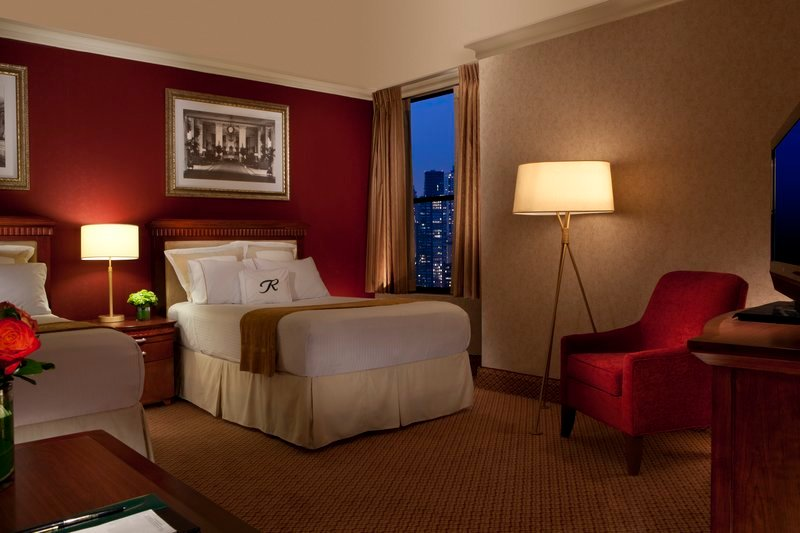 https://www.hotelsbyday.com/_data/default-hotel_image/1/9323/guest-room-1.jpg