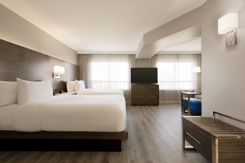 https://www.hotelsbyday.com/_data/default-hotel_image/1/9343/yyzes-2-queen-suite-02.jpg