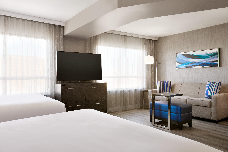 https://www.hotelsbyday.com/_data/default-hotel_image/1/9345/yyzes-2-queen-suite-01.jpg