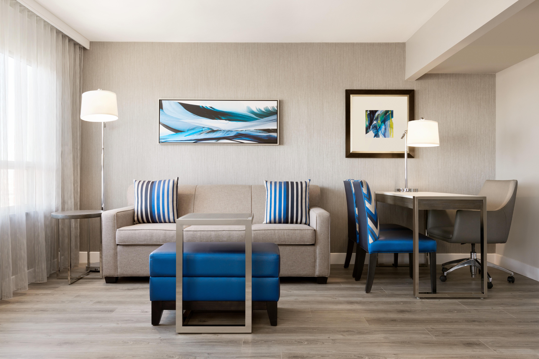 https://www.hotelsbyday.com/_data/default-hotel_image/1/9347/yyzes-2-queen-suite-03.jpg