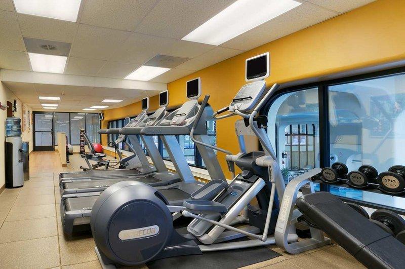 https://www.hotelsbyday.com/_data/default-hotel_image/1/9360/fitness-center.jpg