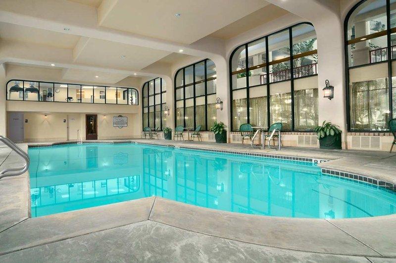 https://www.hotelsbyday.com/_data/default-hotel_image/1/9362/indoor-swimming-pool.jpg