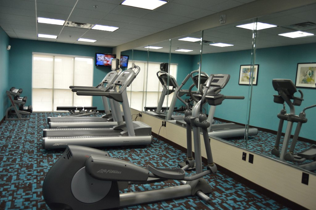 https://www.hotelsbyday.com/_data/default-hotel_image/1/9379/fitness-room.jpg