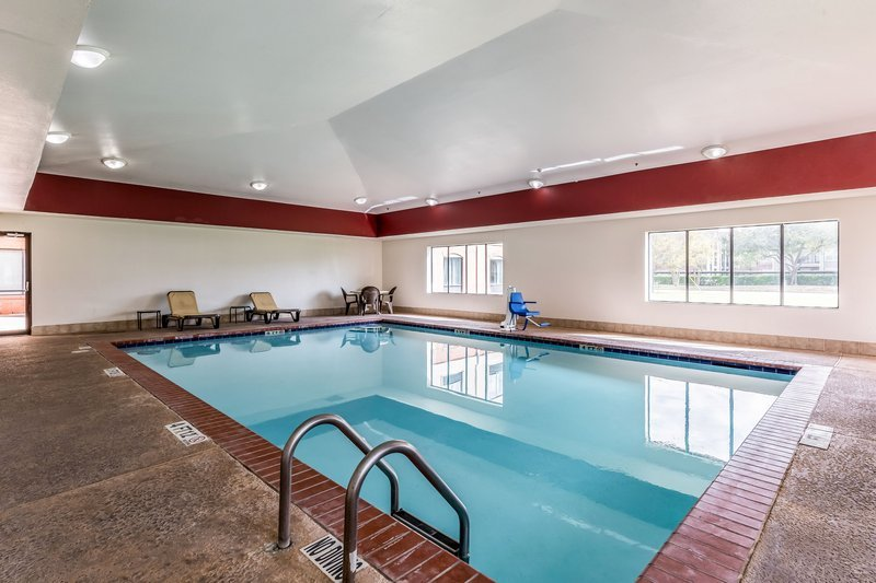 https://www.hotelsbyday.com/_data/default-hotel_image/1/9383/pool.jpg