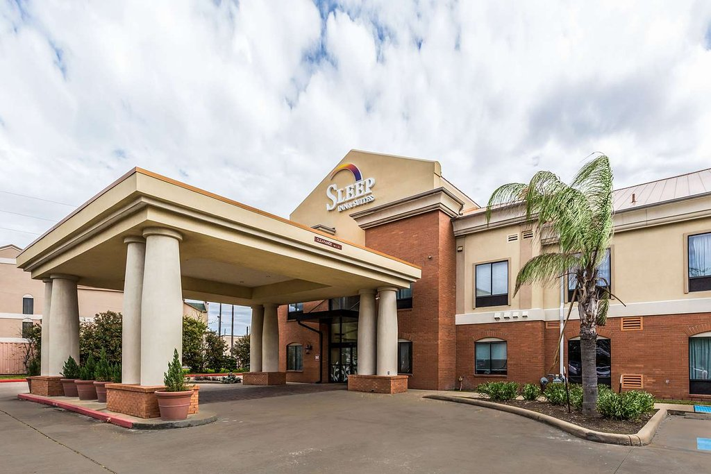 https://www.hotelsbyday.com/_data/default-hotel_image/1/9384/hotel-exterior.jpg