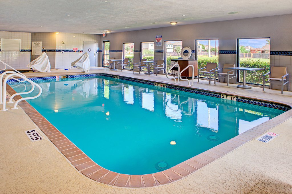 https://www.hotelsbyday.com/_data/default-hotel_image/1/9390/swimming-pool.jpg