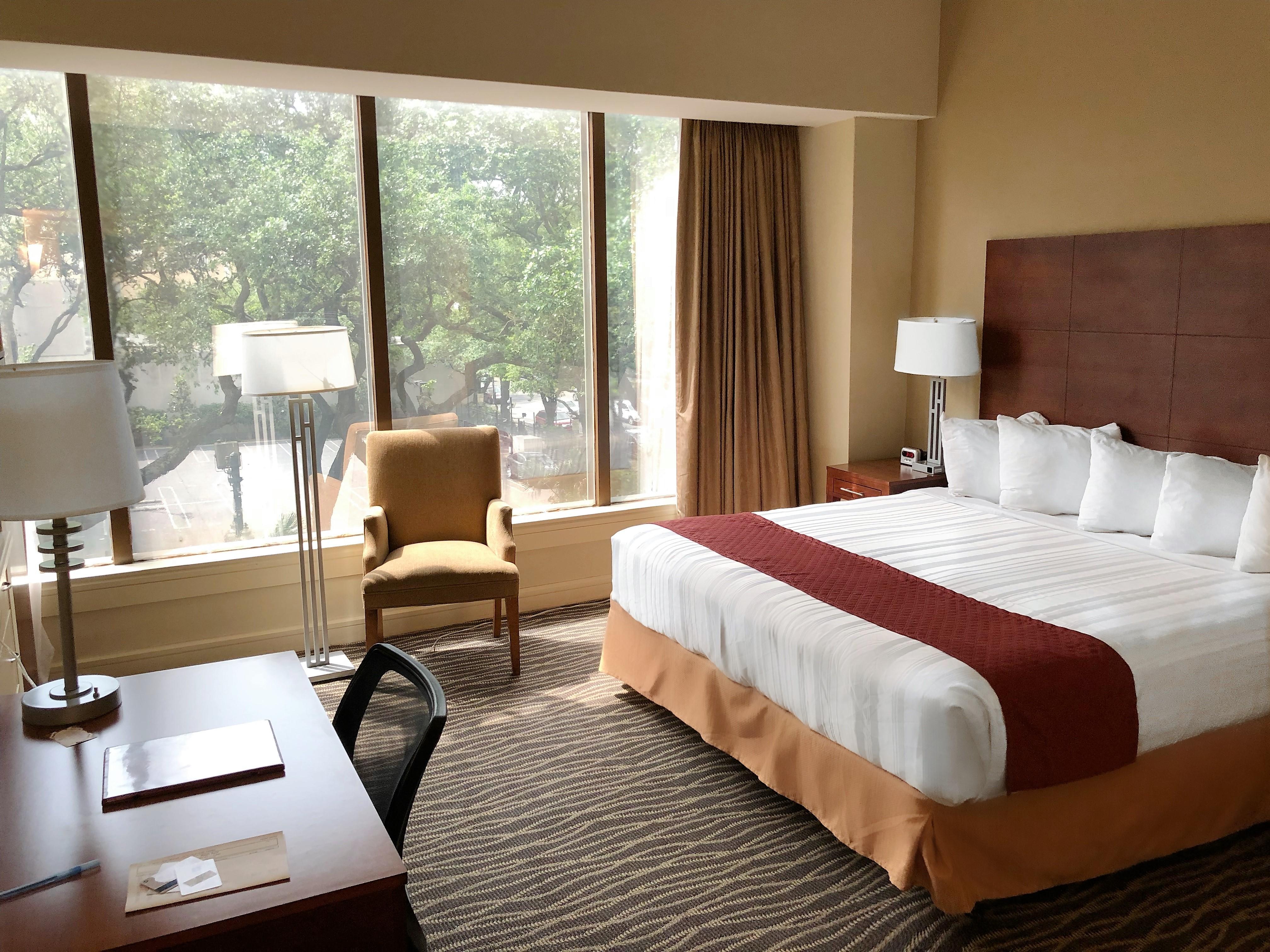 https://www.hotelsbyday.com/_data/default-hotel_image/1/9428/single-king.jpg