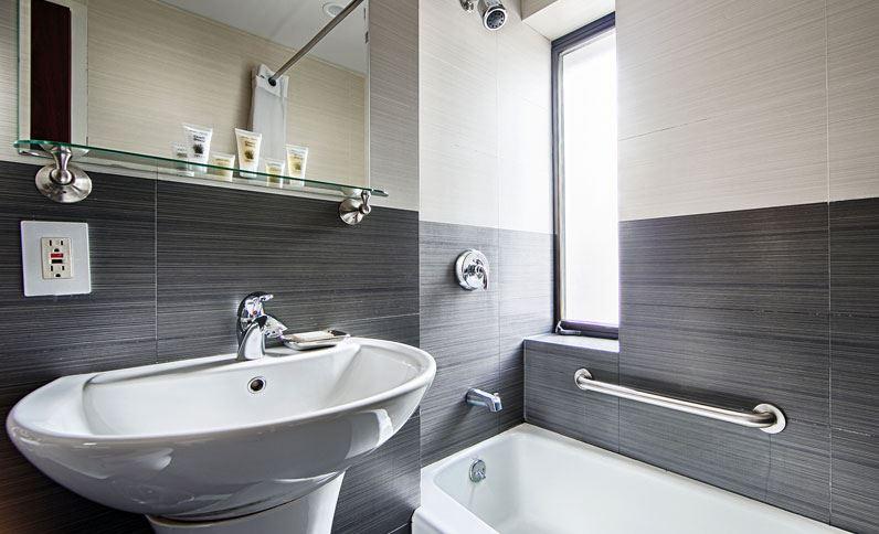 https://www.hotelsbyday.com/_data/default-hotel_image/1/9494/bathroom-at-best-western-bowery-hanbee-hotel-new-york-city.jpg