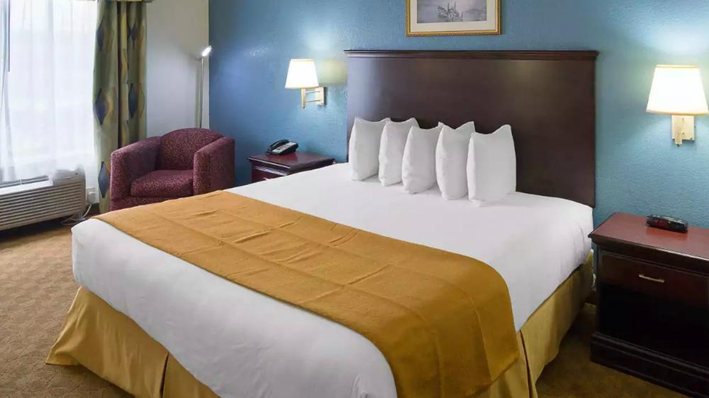 https://www.hotelsbyday.com/_data/default-hotel_image/1/9562/singlebed.jpg