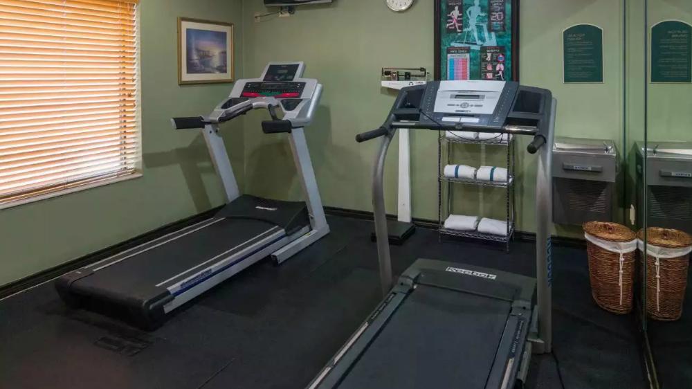 https://www.hotelsbyday.com/_data/default-hotel_image/1/9569/fitness.jpg