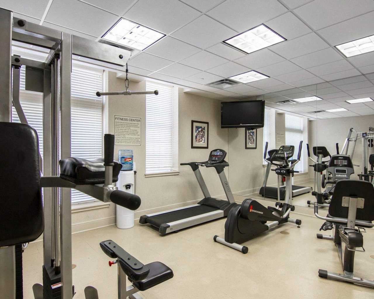 https://www.hotelsbyday.com/_data/default-hotel_image/1/9602/fitnessroom1.jpg