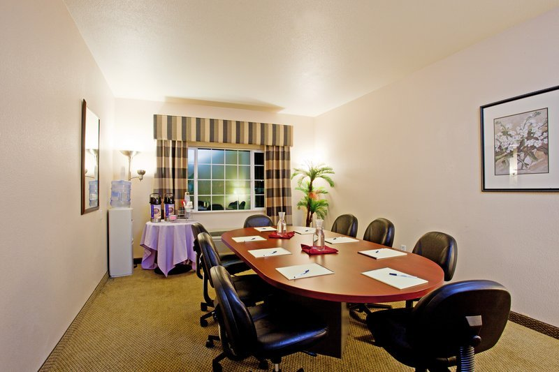 https://www.hotelsbyday.com/_data/default-hotel_image/1/9629/meeting-room-1.jpg
