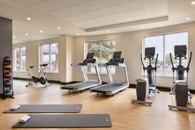 https://www.hotelsbyday.com/_data/default-hotel_image/1/9671/yuldn-fitness-room-01.jpg
