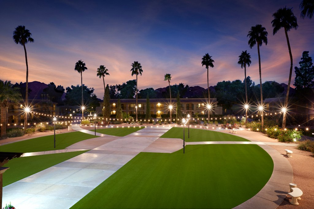 https://www.hotelsbyday.com/_data/default-hotel_image/1/9761/cypress-courtyard.jpg
