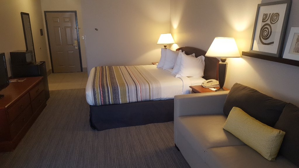 https://www.hotelsbyday.com/_data/default-hotel_image/1/9781/country-inn-suites-by-1.jpg