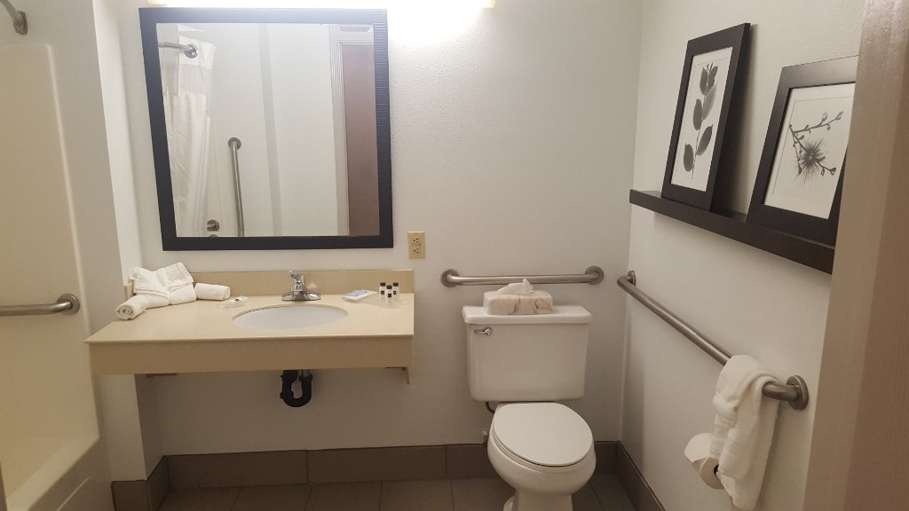 https://www.hotelsbyday.com/_data/default-hotel_image/1/9784/country-inn-suites-by-3.jpg