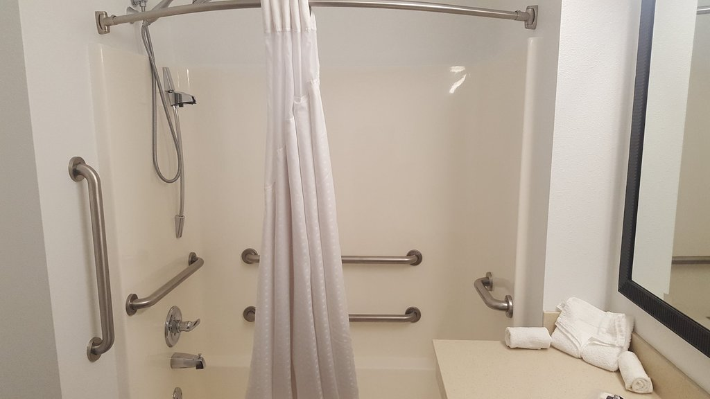 https://www.hotelsbyday.com/_data/default-hotel_image/1/9785/country-inn-suites-by-4.jpg