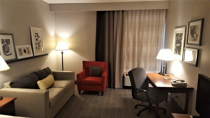 https://www.hotelsbyday.com/_data/default-hotel_image/1/9786/suite.jpg