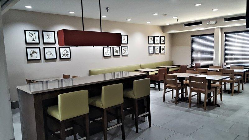 https://www.hotelsbyday.com/_data/default-hotel_image/1/9789/restaurant.jpg