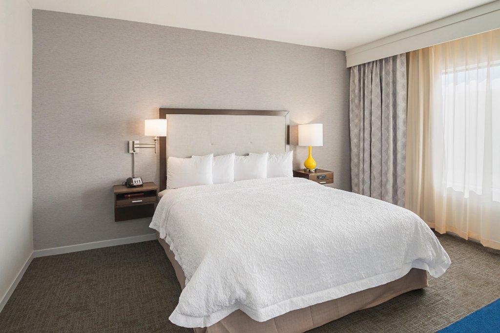 https://www.hotelsbyday.com/_data/default-hotel_image/1/9847/accessible-studio-king.jpg