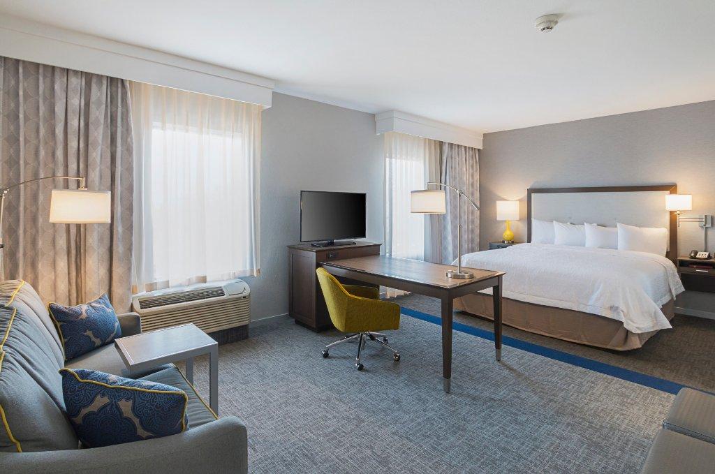 https://www.hotelsbyday.com/_data/default-hotel_image/1/9848/king-studio-living-area.jpg