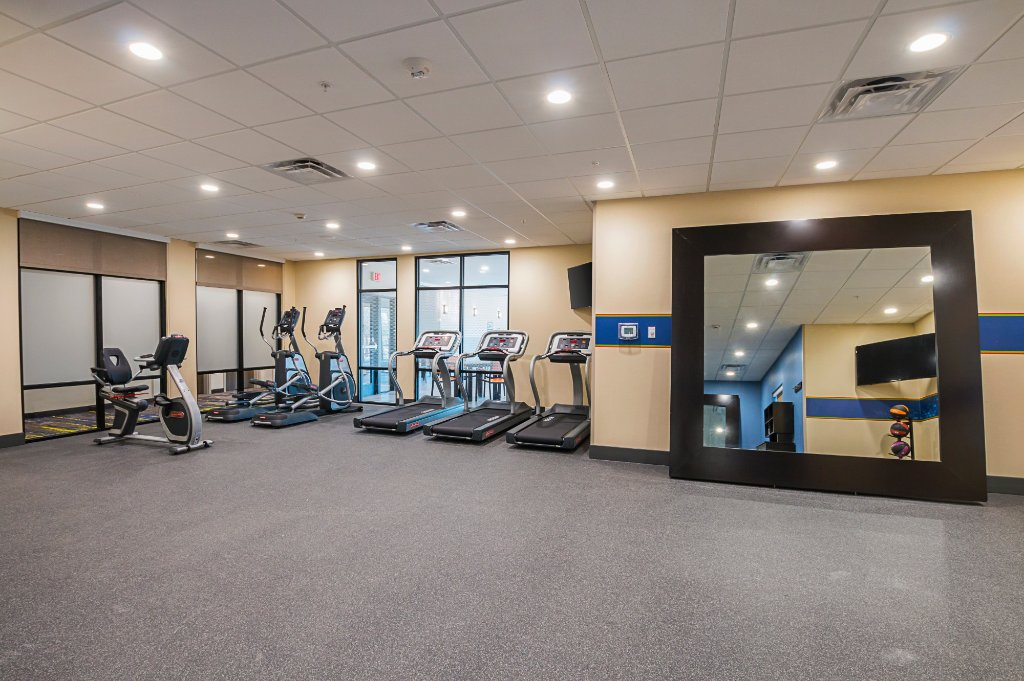 https://www.hotelsbyday.com/_data/default-hotel_image/1/9854/fitness-center.jpg