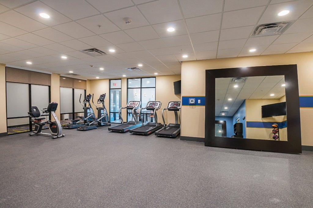 https://www.hotelsbyday.com/_data/default-hotel_image/1/9854/fitness-center.jpg
