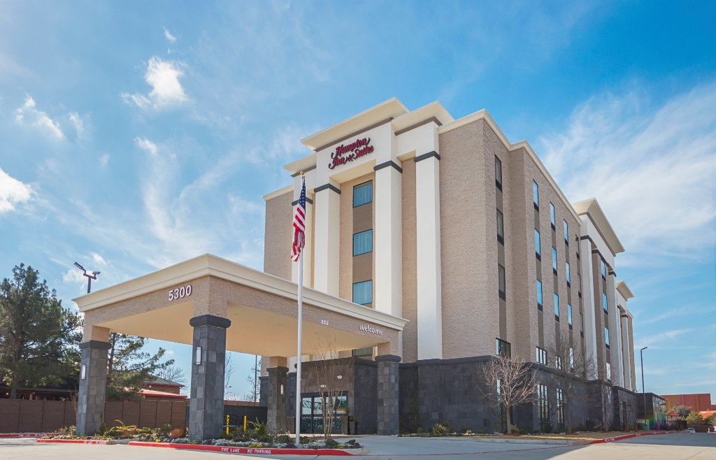 https://www.hotelsbyday.com/_data/default-hotel_image/1/9857/hotel-exterior.jpg