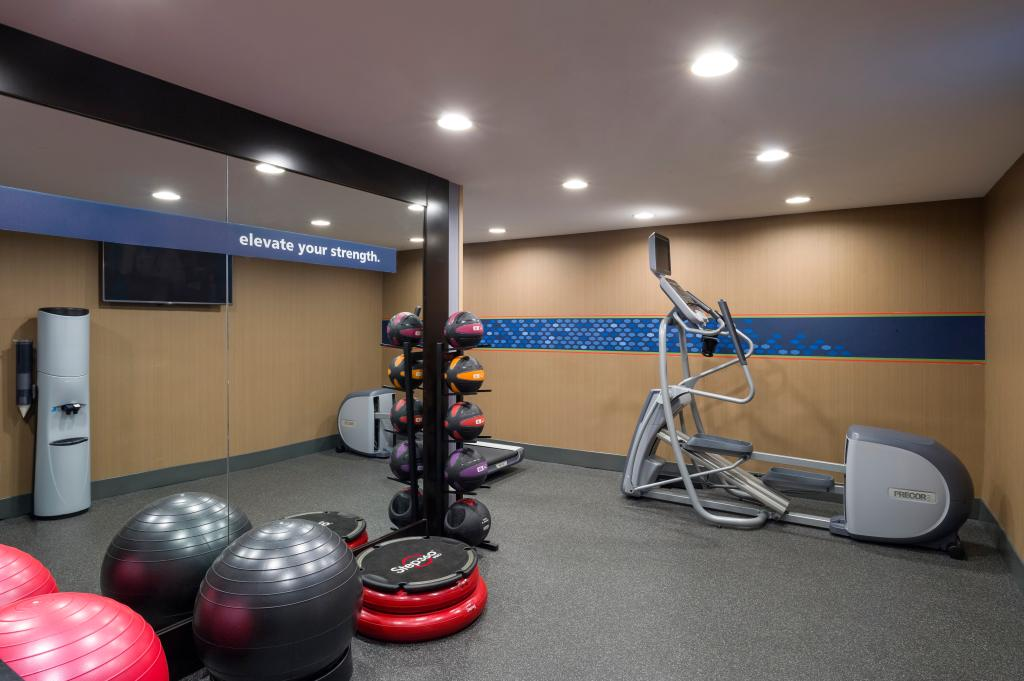 https://www.hotelsbyday.com/_data/default-hotel_image/1/9949/fitness-center.jpg
