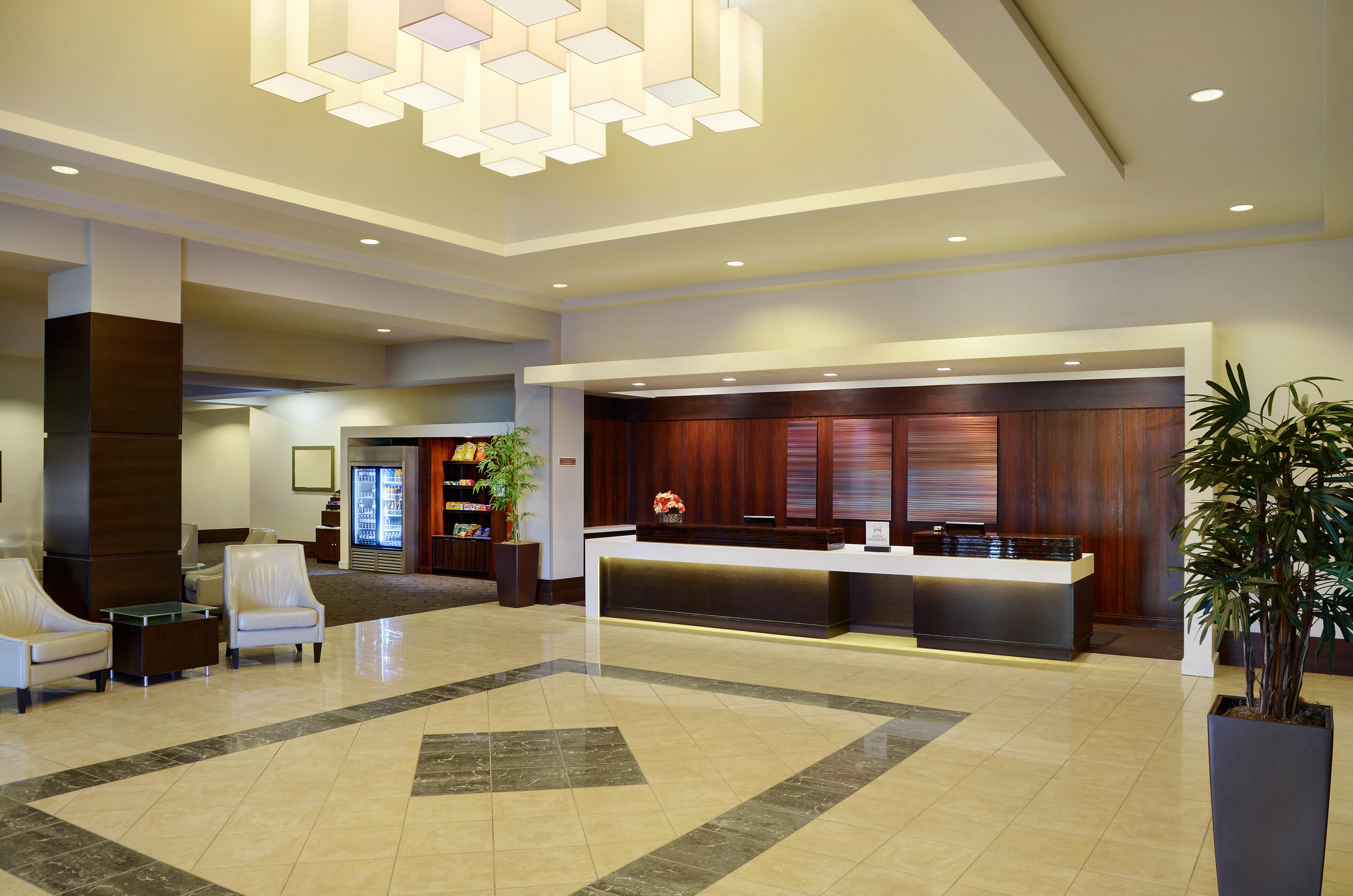 https://www.hotelsbyday.com/_data/default-hotel_image/1/9953/02-lobby-1.jpg