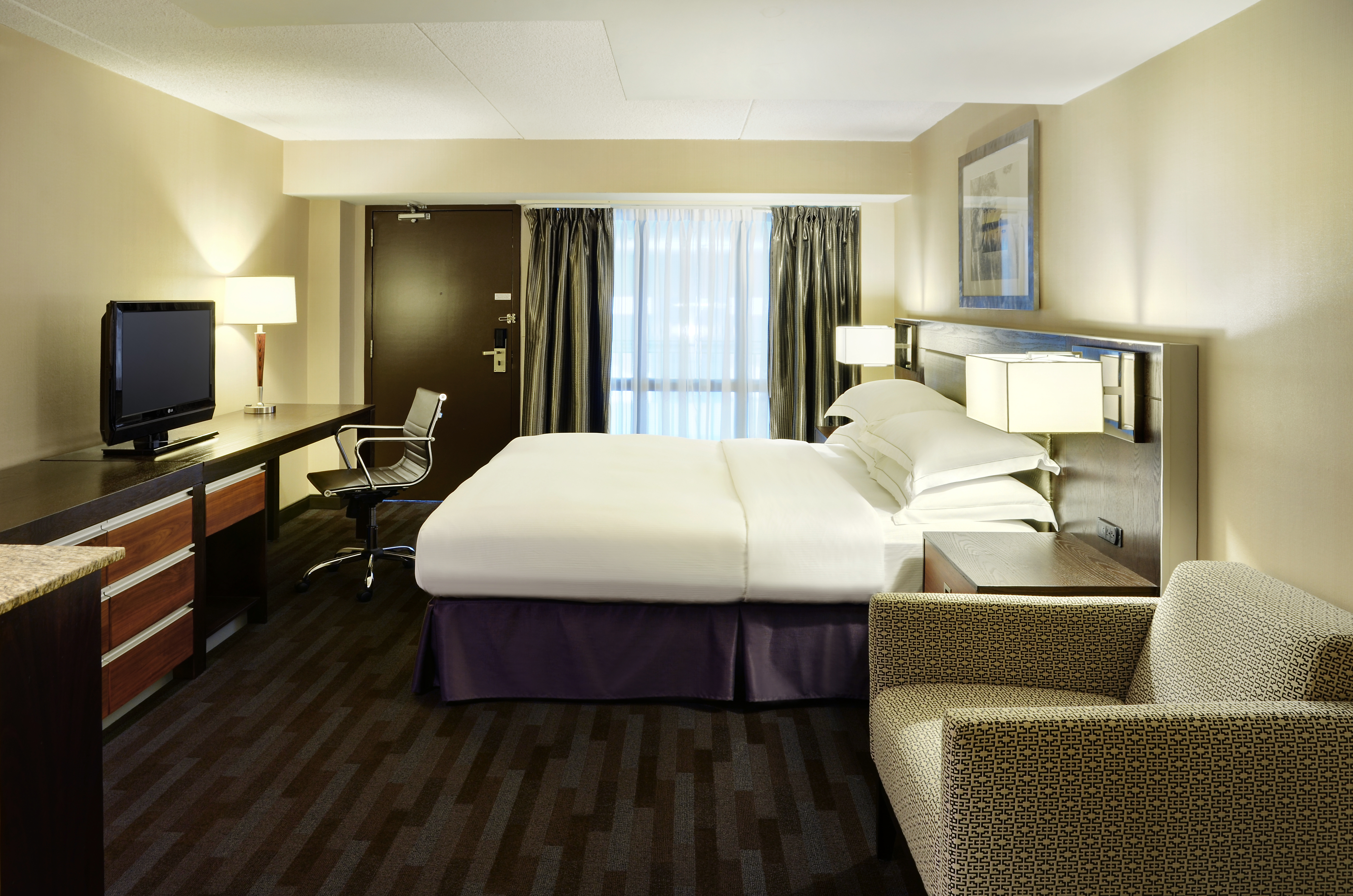 https://www.hotelsbyday.com/_data/default-hotel_image/1/9954/12-guestroom-1.jpg