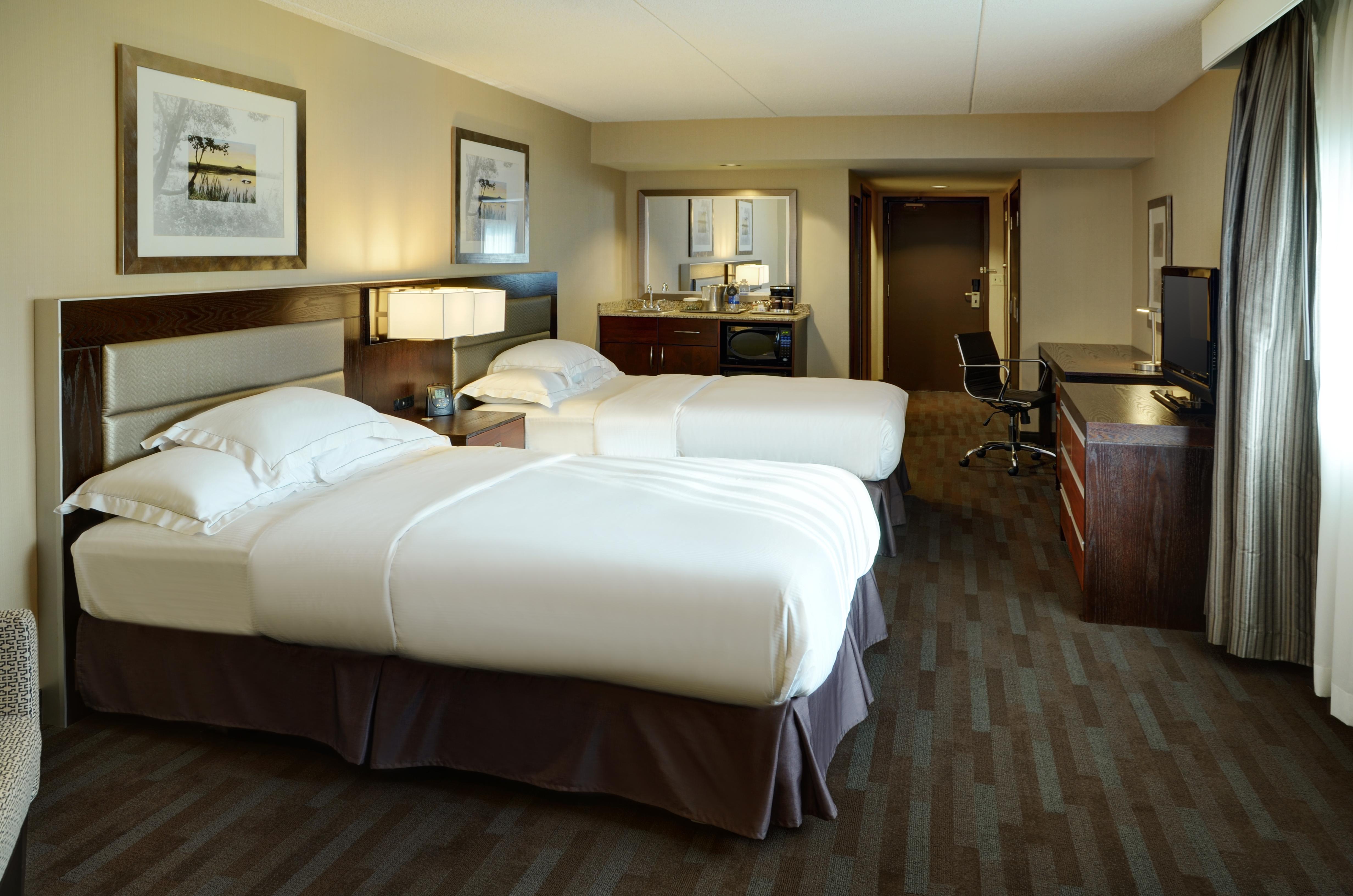 https://www.hotelsbyday.com/_data/default-hotel_image/1/9955/13-guestroom-1.jpg