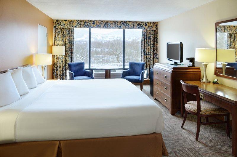 https://www.hotelsbyday.com/_data/default-hotel_image/1/9971/guest-room-2.jpg